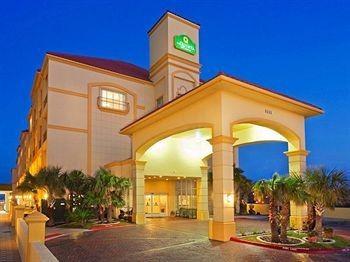 hotel la quinta inn suites south padre beach south. Black Bedroom Furniture Sets. Home Design Ideas