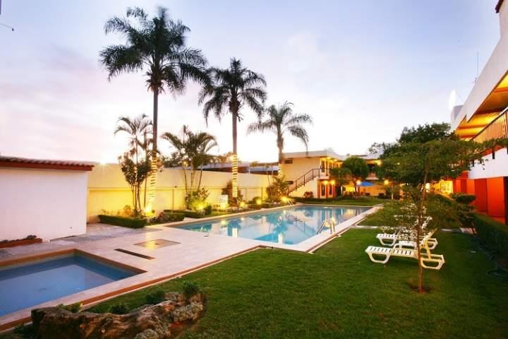 Hotel puerta del sol guadalajara m xico pricetravel for Resort puertas del sol precios