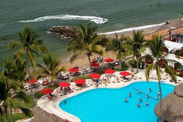 Hotel plaza pel canos club beach resort puerto vallarta - Fotos de pelicanos ...