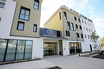 all suites appart hotel pau pricetravel. Black Bedroom Furniture Sets. Home Design Ideas