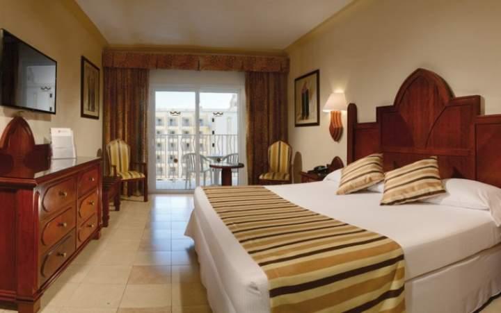 Hotel riu vallarta en nuevo vallarta nayarit m xico for Habitacion familiar riu vallarta