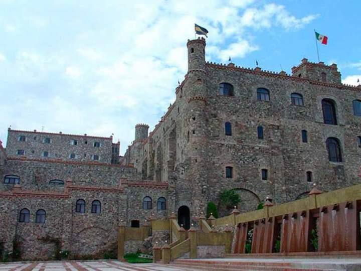 Hotel castillo de santa cecilia guanajuato m xico - Hotel castillo de ayud ...