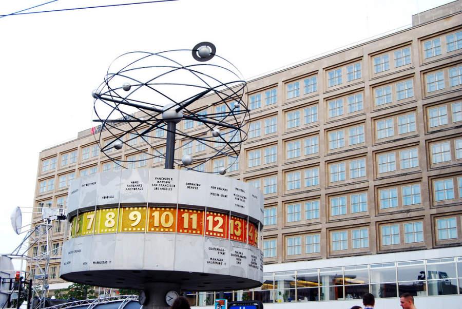 El Reloj Mundial es uno de los atractivos más populares de Berlín