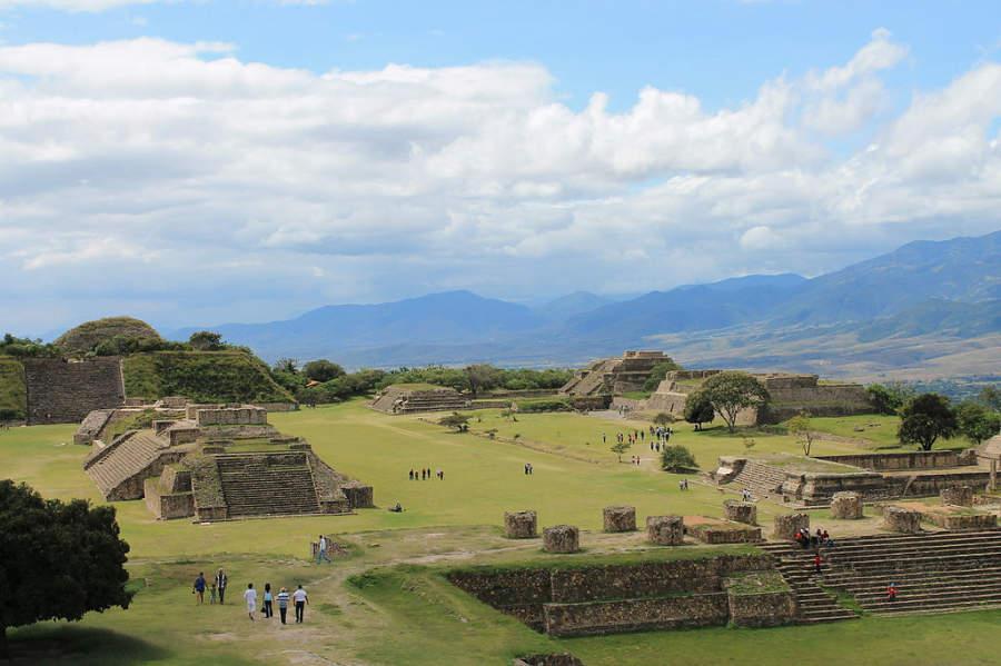Vista panorámica de la zona arqueológica de Monte Albán en Oaxaca