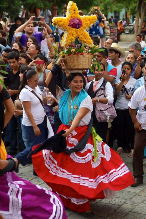 La Guelaguetza es una fiesta típica de la ciudad de Oaxaca de Juárez