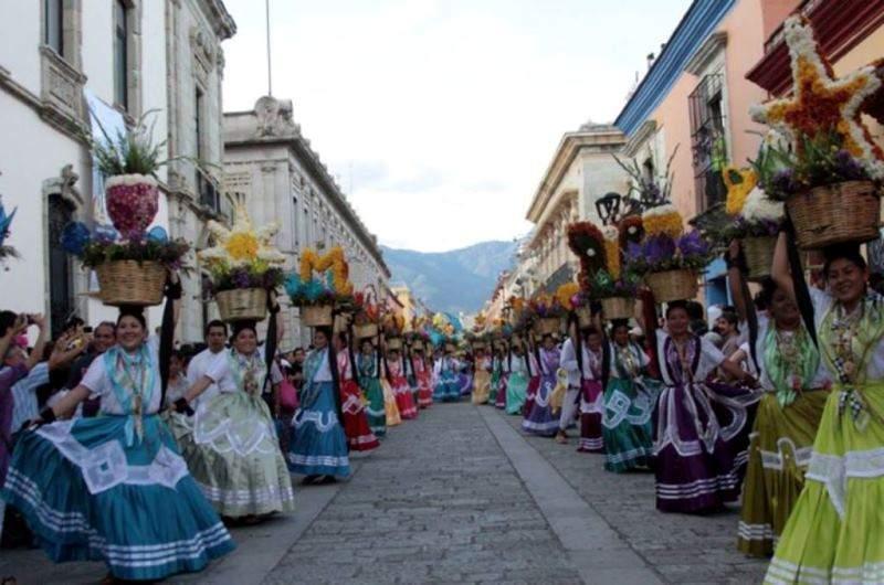 La fiesta de la Guelaguetza también se conoce como Los Lunes del Cerro