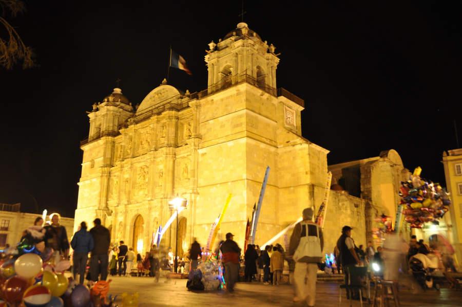Vista nocturna de la Catedral de Oaxaca
