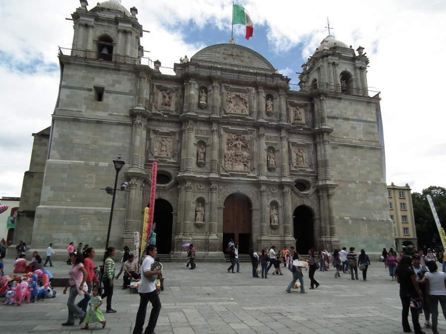 Fachada de la Catedral de Nuestra Señora de la Asunción en la ciudad de Oaxaca