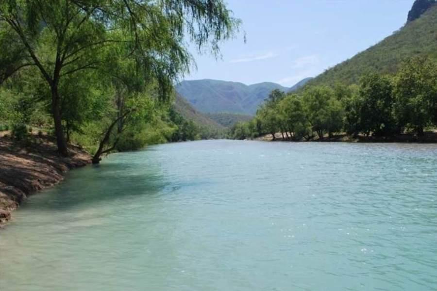 Vista del río Santa María en las inmediaciones de Jalpan de Serra