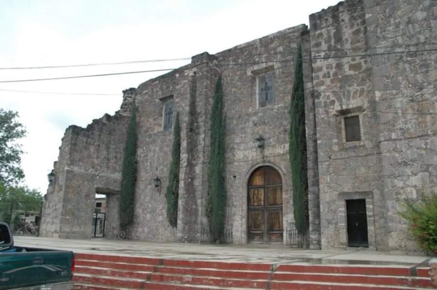 Iglesia de estilo colonial en Arroyo Seco