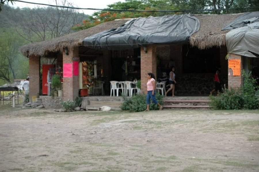 Ordena las especialidades de la región en los restaurantes de Arroyo Seco