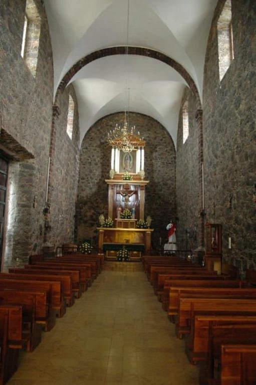 Interior de la iglesia en Arroyo Seco