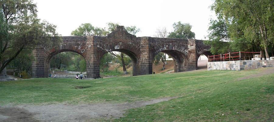 El Puente de la Historia es una de las principales atracciones de San Juan del Río