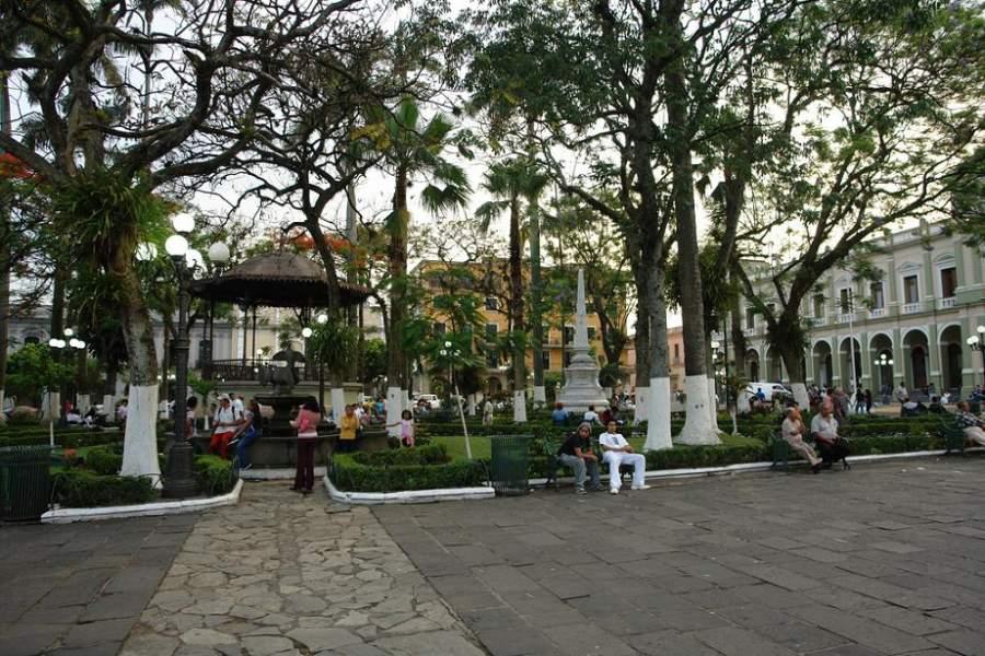 Plaza de Armas o Jardín 21 de Mayo de la ciudad de Córdoba
