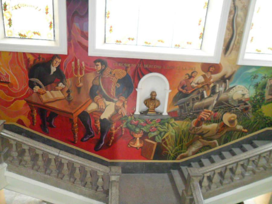 Pinturas murales en el interior del Palacio Municipal de Córdoba