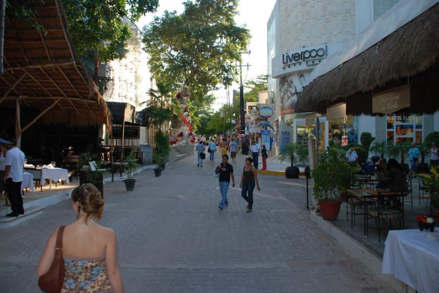 La Quinta Avenida tiene numerosos restaurantes, bares y tiendas