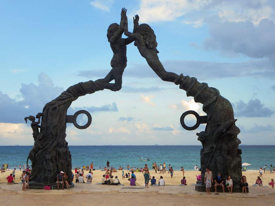La escultura Portal Maya conmemora el fin del ciclo del calendario maya