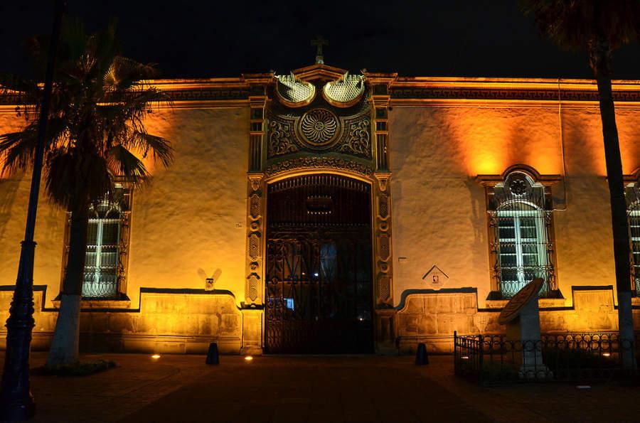 Fachada de la casa del Arzobispado de Durango