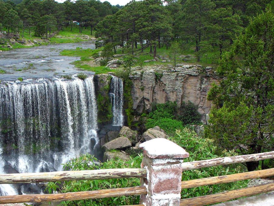 La cascada de Mil Diez cerca de Durango