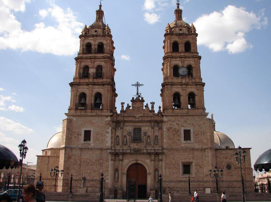 La Catedral Basílica de Durango se ubica en el centro histórico
