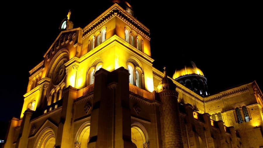 Vista nocturna de la Iglesia del Sagrado Corazón