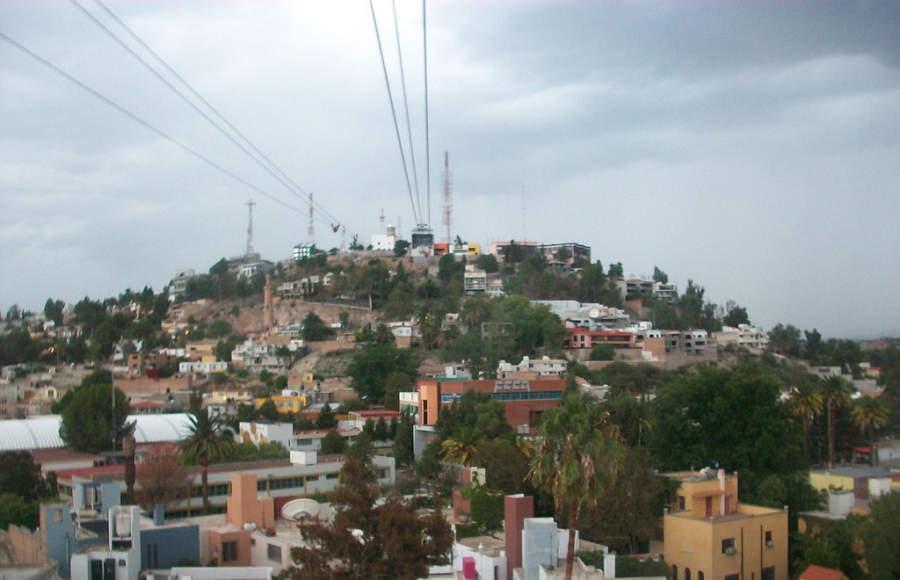 Vista del Teleférico de Durango desde el cerro del Calvario
