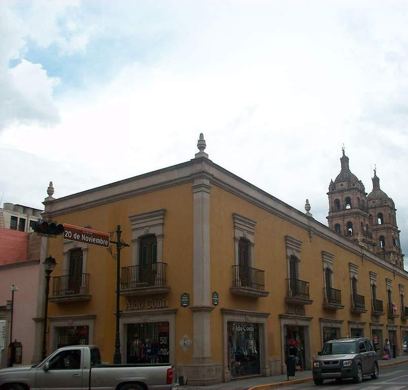 Avenida Negrete en el centro de la ciudad de Durango