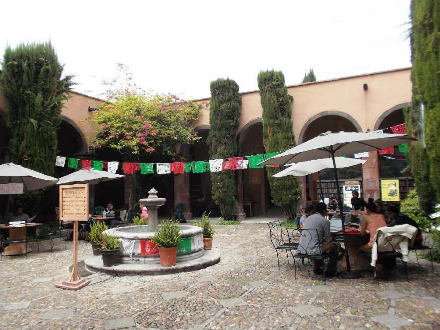 Explanada de la Biblioteca Pública de San Miguel de Allende