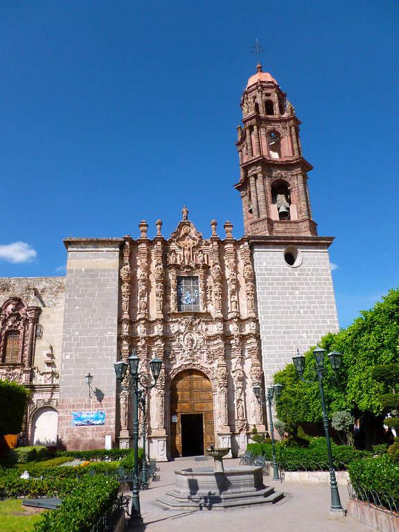 Vista exterior del Templo de San Francisco en San Miguel de Allende