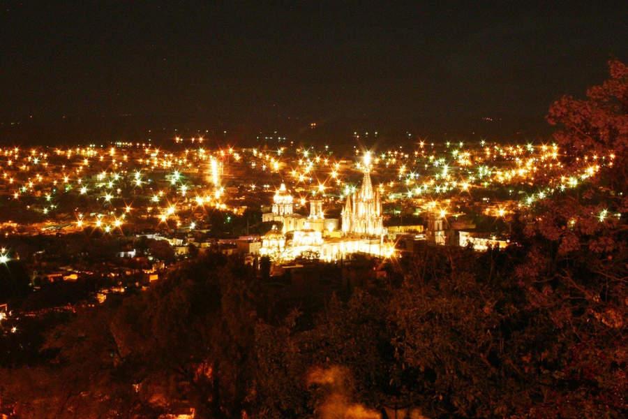 Vista panorámica de una noche en San Miguel de Allende