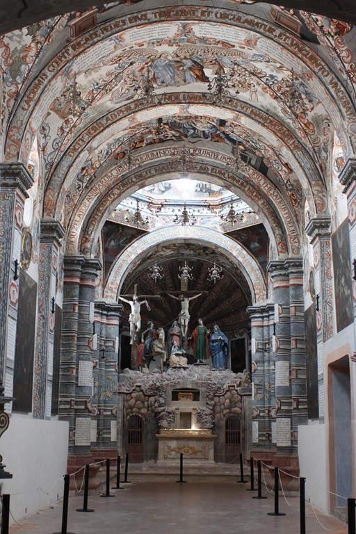 Interior de la Capilla del Santo Sepulcro en los alrededores de San Miguel de Allende