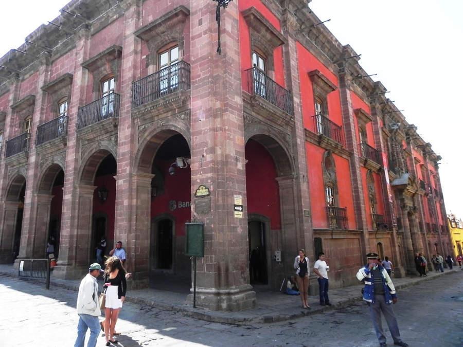 Casa Cultural Banamex en la Casa de los Condes de la Canal