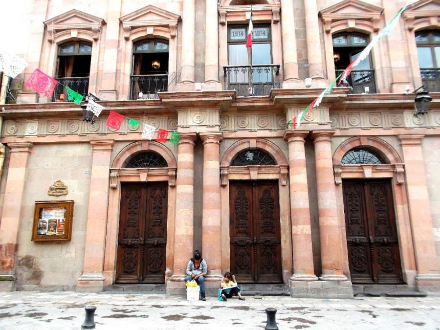 Exterior del Teatro Ángela Peralta en San Miguel de Allende