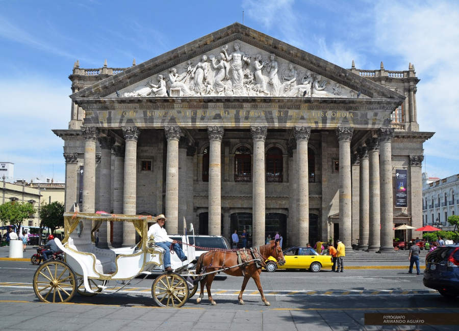 Vista exterior del Teatro Degollado en Guadalajara