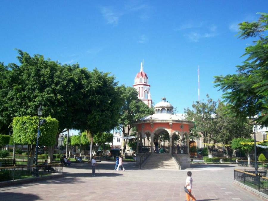 Plaza principal de Tlaquepaque, localidad cercana a Guadalajara