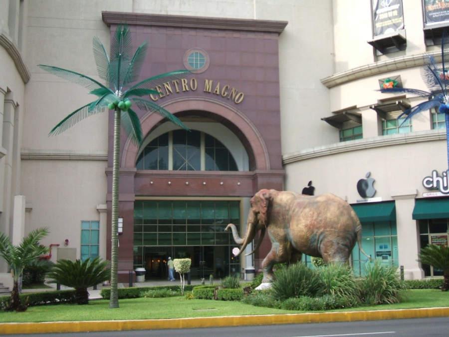 Vista exterior del Centro Magno, uno de los centro comerciales más famosos