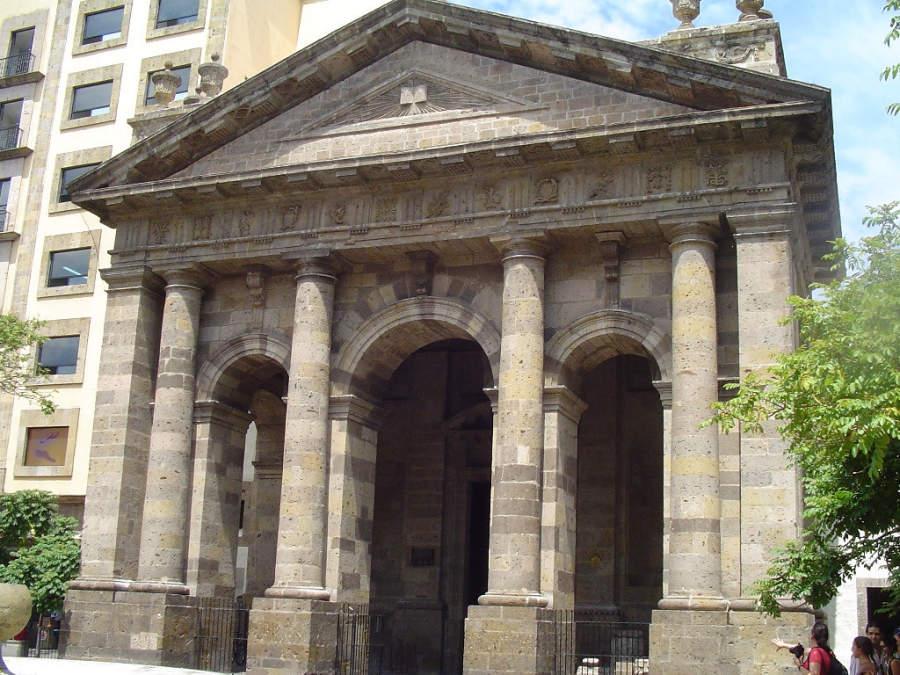Fachada de la antigua Universidad de Guadalajara