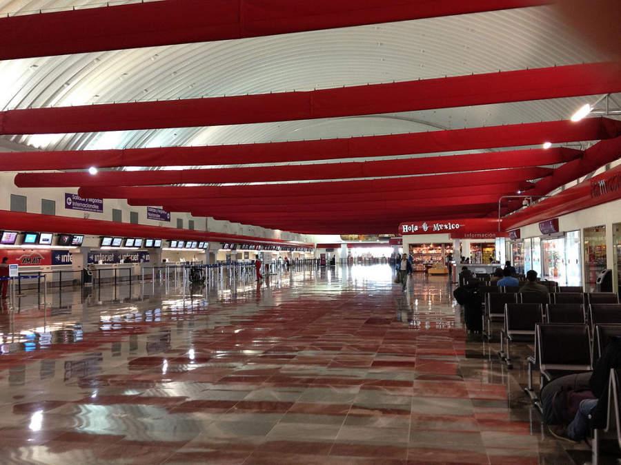 Interior del Aeropuerto Licenciado Adolfo López Mateos (TLC)
