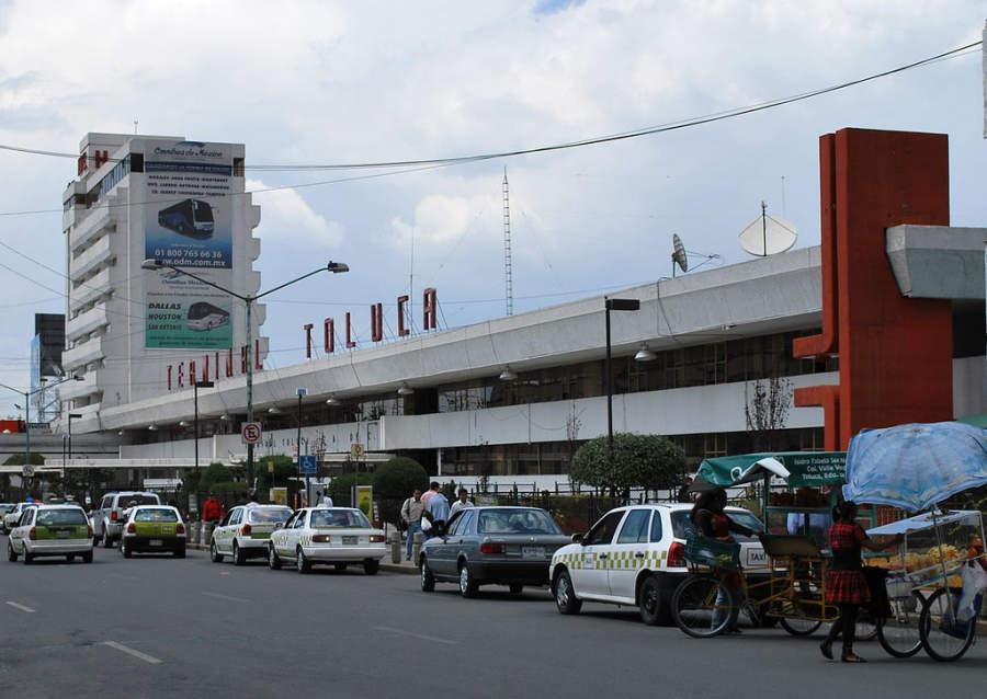 Fachada de la Terminal de Autobuses de Toluca