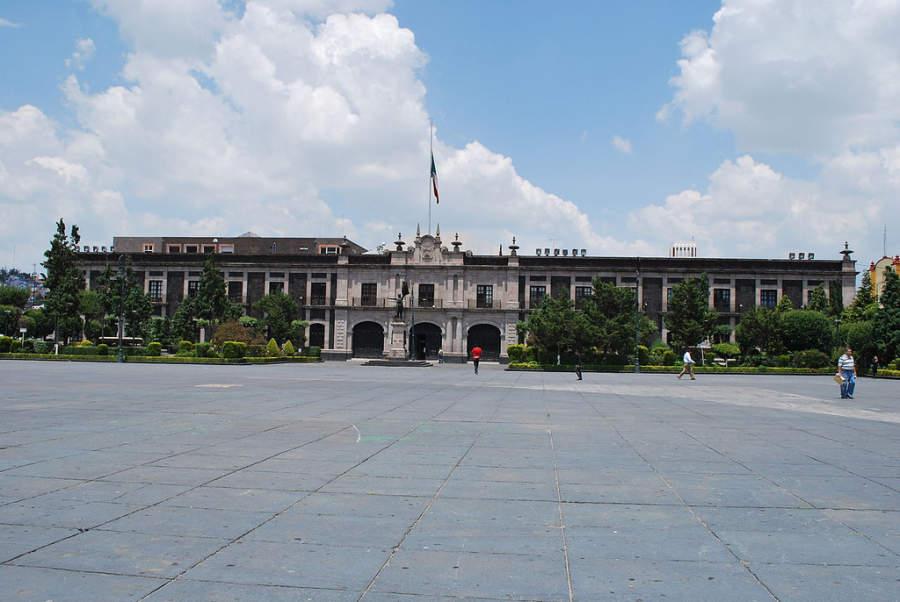 Palacio Legislativo y Cámara de Diputados de Toluca en la Plaza de los Mártires