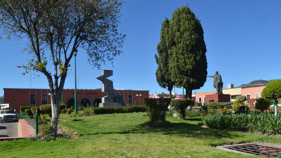 Monumento a Benito Juárez frente al Palacio Legislativo