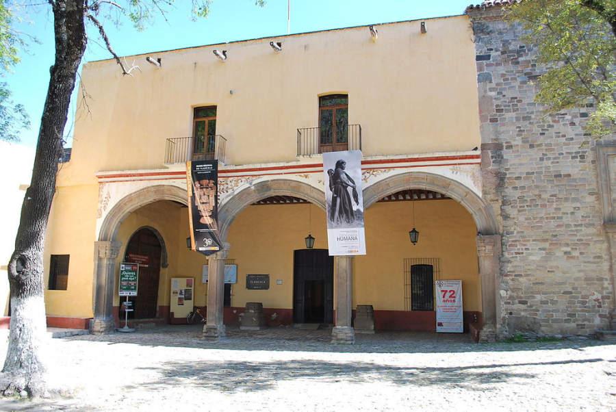 Fachada y entrada principal del Museo Regional de Tlaxcala
