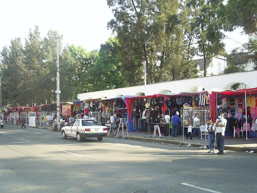 Tianguis en el centro de San Cristóbal en Ecatepec