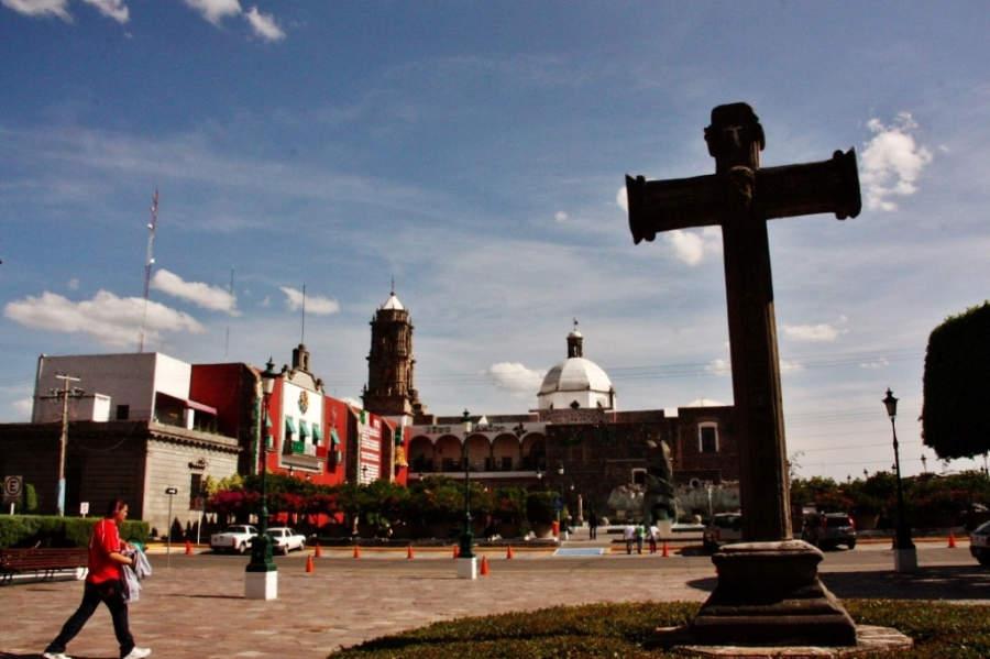 Plaza frente al Templo del Hospitalito en Irapuato