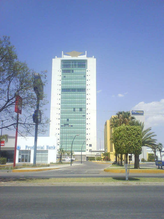 Torre Cibeles, ubicada en la zona comercial de Irapuato