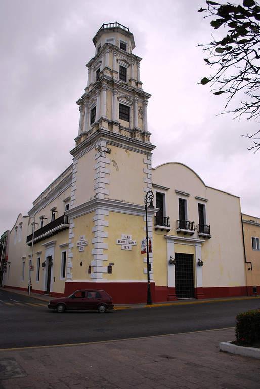 Fachada del Faro de Benito Juárez en Veracruz