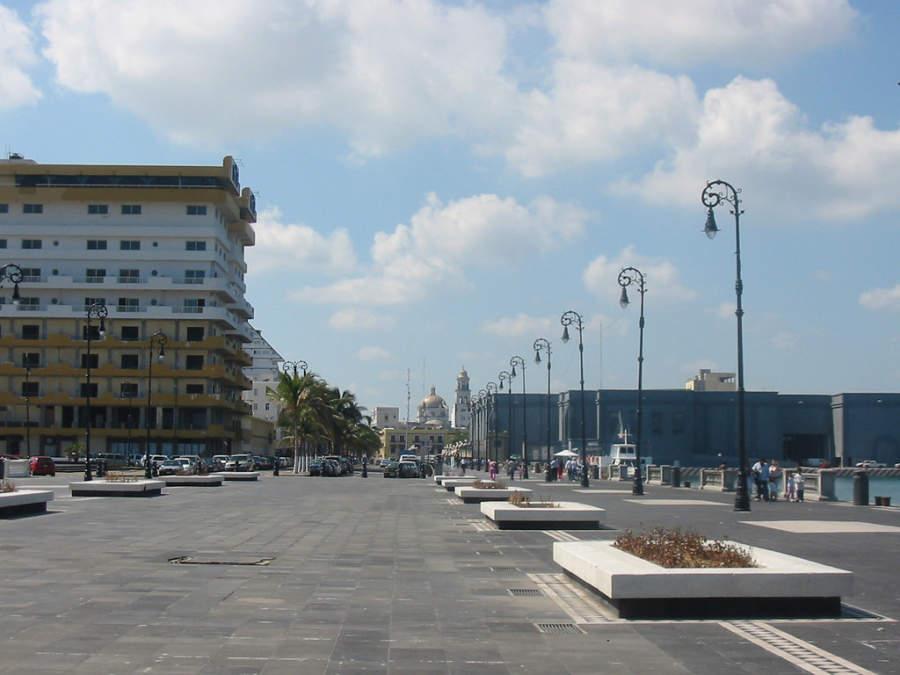 El Malecón de Veracruz es el principal corredor turístico en la ciudad