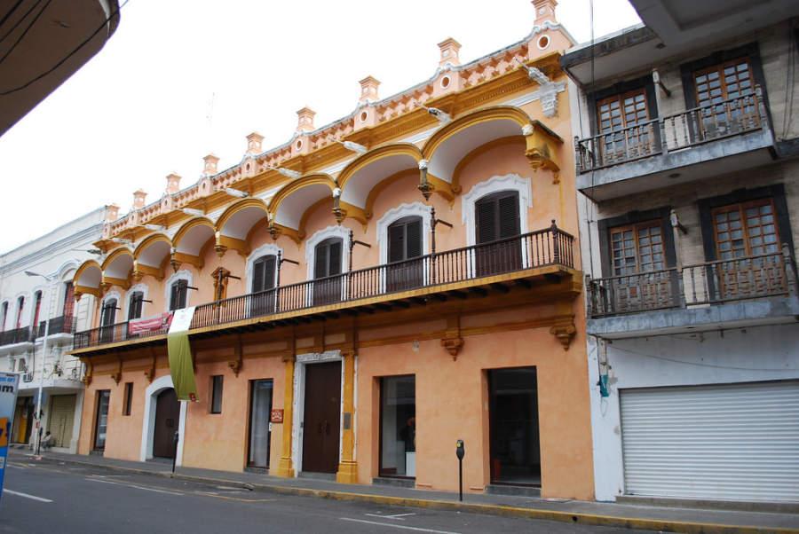 La Casa Principal es un edificio del siglo XVIII