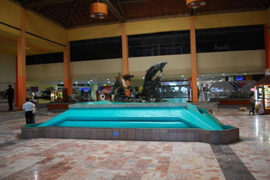Fuente en el interior de la plaza del Acuario de Veracruz