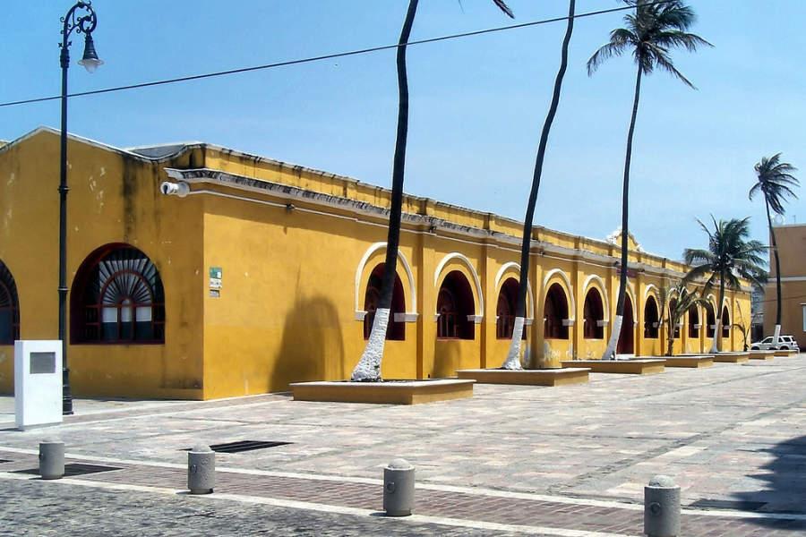 Vista del Centro Cultural Atarazanas en el Puerto de Veracruz
